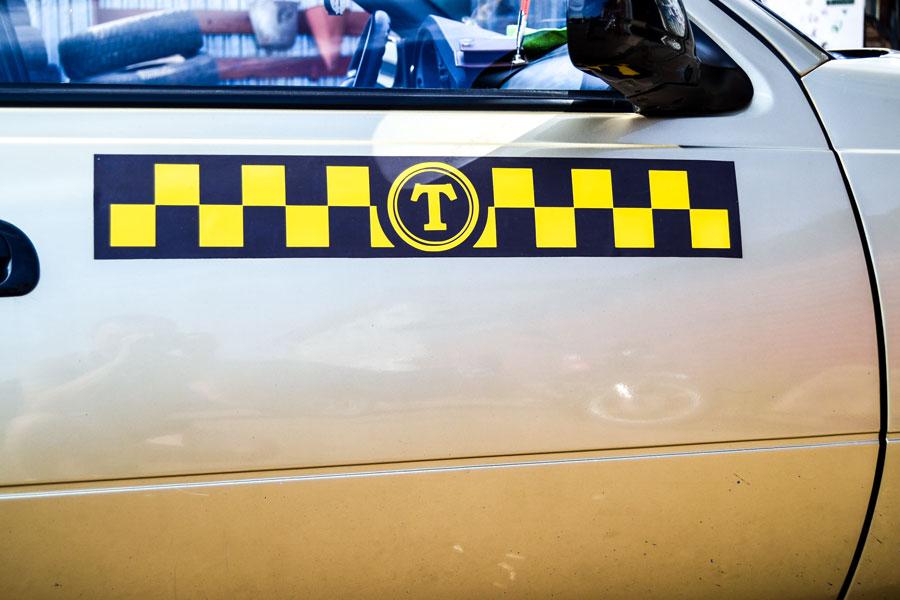 наклейка шашечки такси