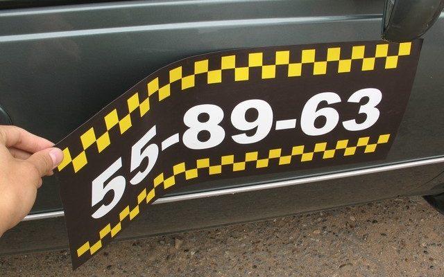 taxi-nakleyky-na-magnite